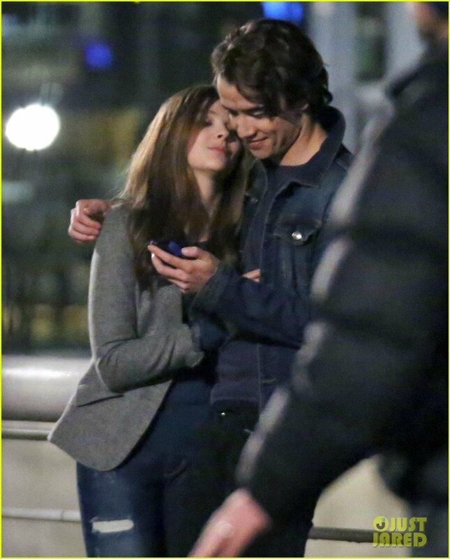 chloe-moretz-kisses-co-star-jamie-blackley-on-set-03