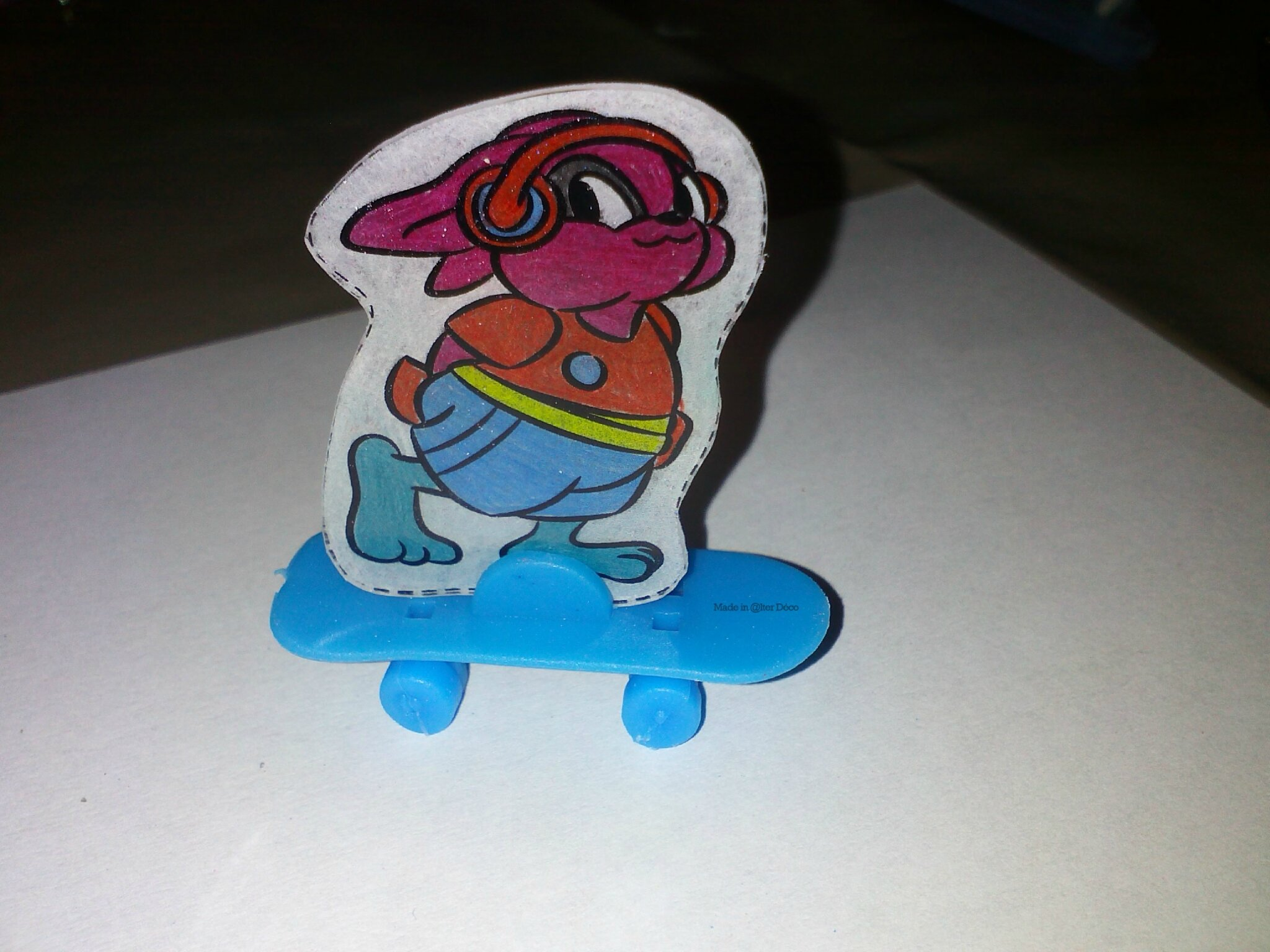Lapin skateboard en plastique dingue