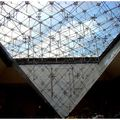 Pyramide inverse du Louvre)