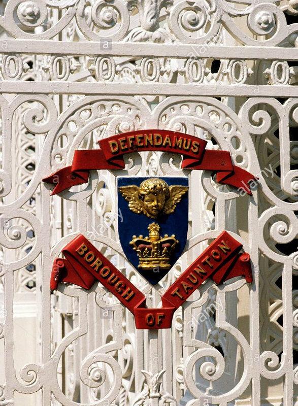 taunton-vivary-park-gates-town-crest-coat-of-arms-heraldry-english-BTC30J