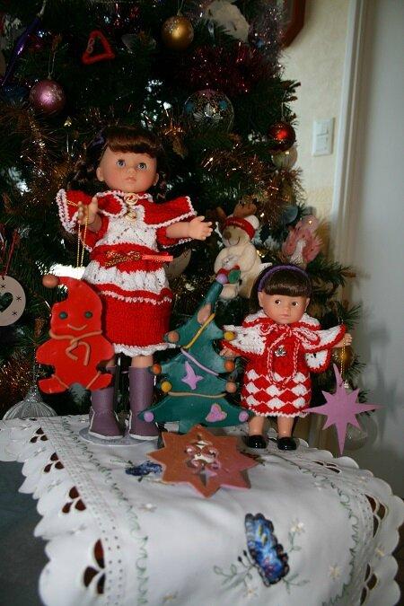 Ces jolies demoiselles en tenues pour Noël & mes créations en pâte fimo