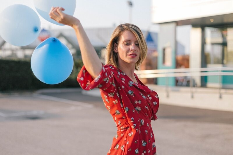 Red dress and balloon -styliz (17)