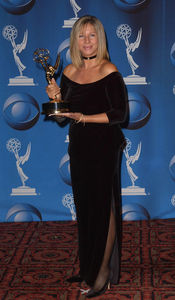 2001_Emmy_Awards_press_room_gC_WKXPIBydl