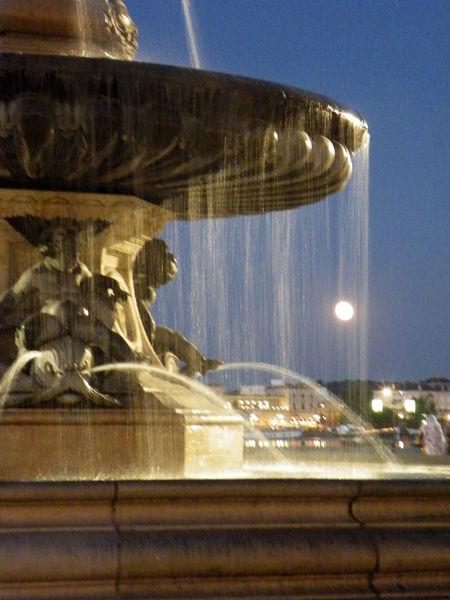 fontaine_place_de_la_bourse_bordeaux_et_lune