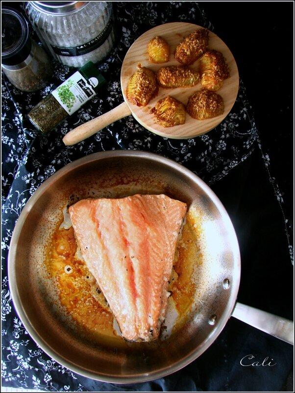 Saumon à l'Unilatérale à la Fleur de Sel & au Thym, Pommes de Terre Rôties à la Suédoise 001