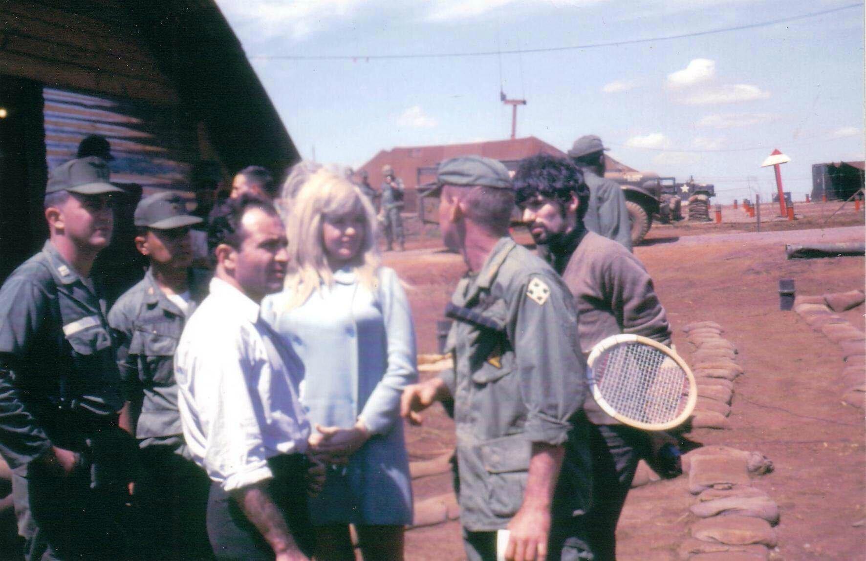 jayne-1967-01-vietnam-02-1