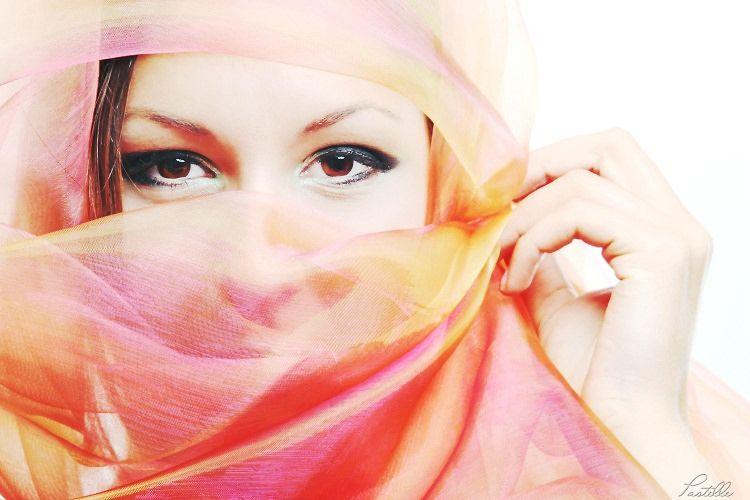 Laura yeux 750b_13 14 06_4895