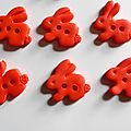 boutons-petit-lapin-rouges