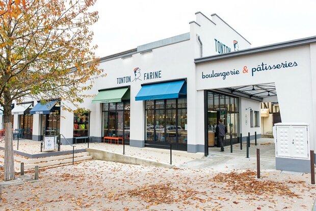 lucille bureau 03-tonton_farine-facade_boulangerie-restauration_terrasse_stores-colores