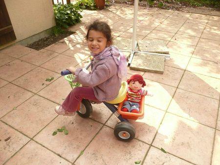 ily et Charlotte aux fraises vélo coquine