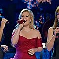 kelly_clarkson_trisha_yearwood_reba_mcentire