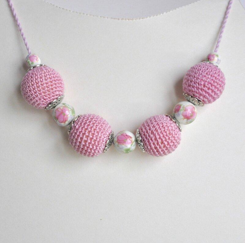 collier perle crochet rose 1