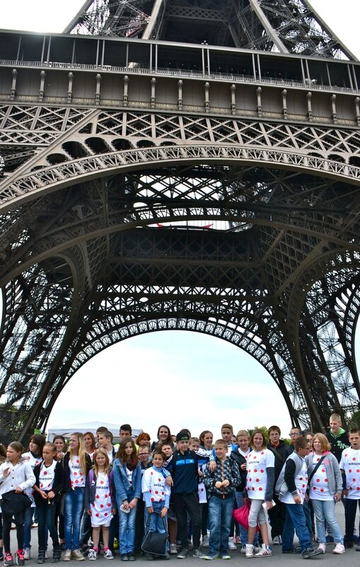 TOUR DE FRANCE 2015 PARIS JEUNES HIRSONNAIS Tour Eiffel