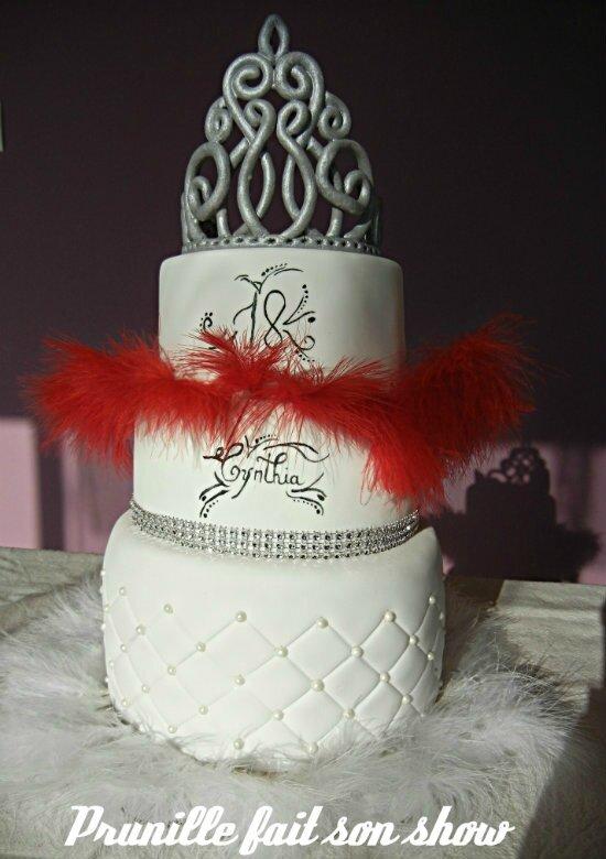 gateau à étages anniversaire 18 ans princese glam and chic plumes et cabaret prunillefee