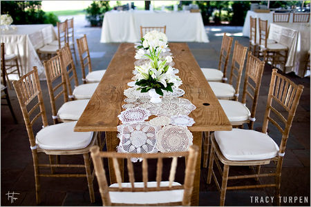 lace_doilies_table_runner_wedding_ideas4