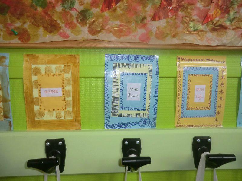 des tiquettes pour les porte manteaux dans la classe de. Black Bedroom Furniture Sets. Home Design Ideas