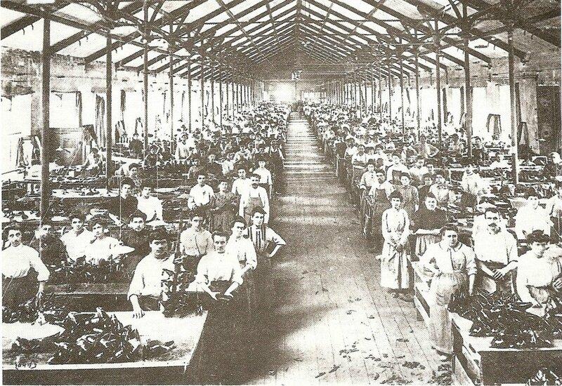 L'atelier des chaussures de l'usine Hutchinson en 1905