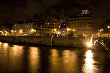 Photo de nuit (les quais de Seine)