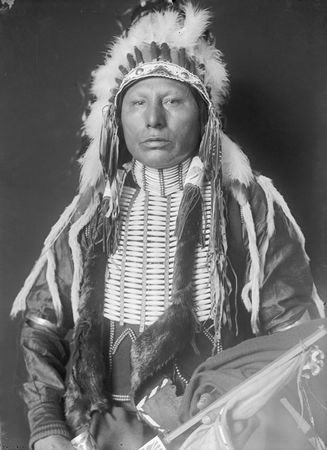 Horse_Chief__son_of_White_Eagle__Ponca_1906