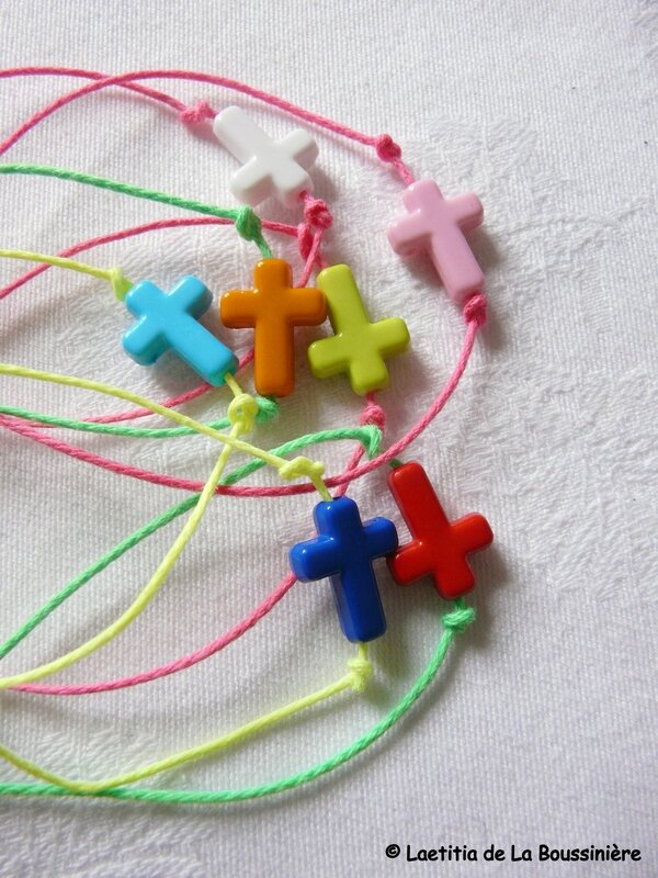 Bracelets Croix fluo
