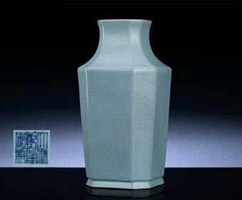 A rare facetted ru-type vase, Qianlong six-character sealmark and of the period (1736-1795)