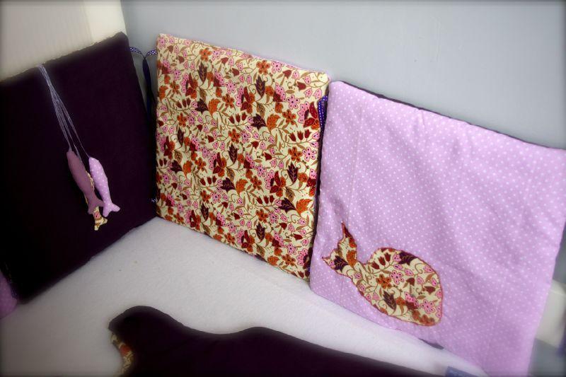 tour de lit et gigoteuse violet cr me rose pale little fish shop. Black Bedroom Furniture Sets. Home Design Ideas