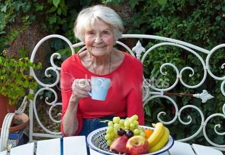 depositphotos_64707371_Senior_woman_in_garden_drinking
