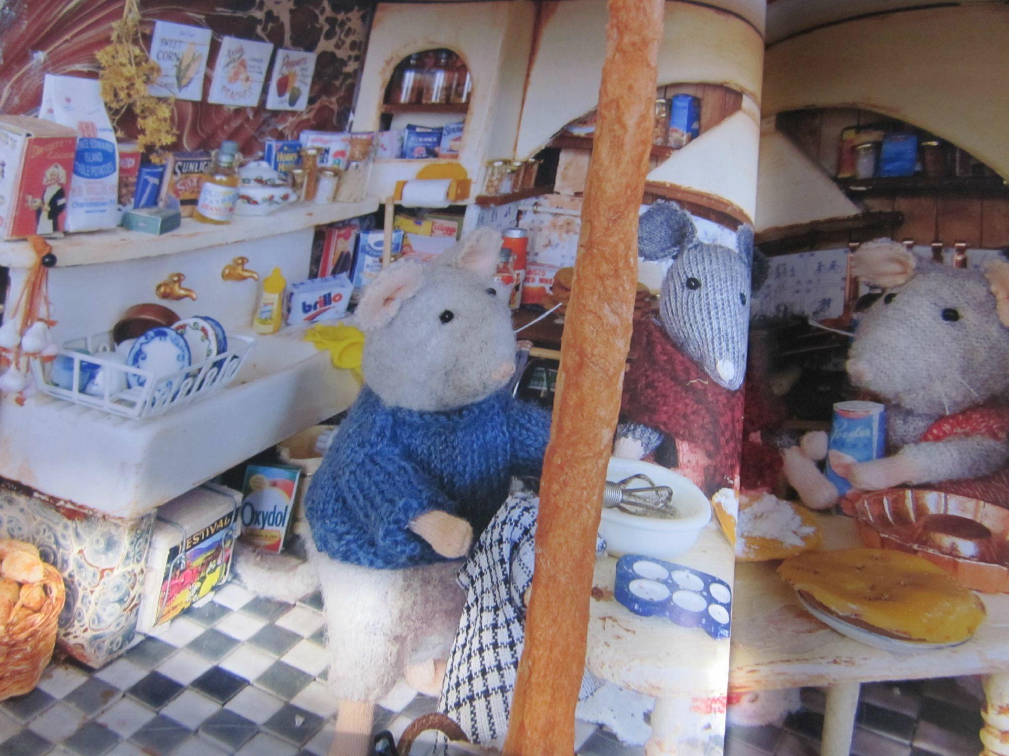 l 39 histoire du soir 12 sam et julia dans la maison de souris par karina schaapman les mots. Black Bedroom Furniture Sets. Home Design Ideas