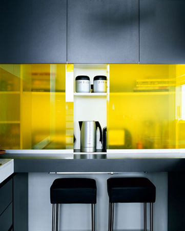 yellow_glass_kitchen_detail