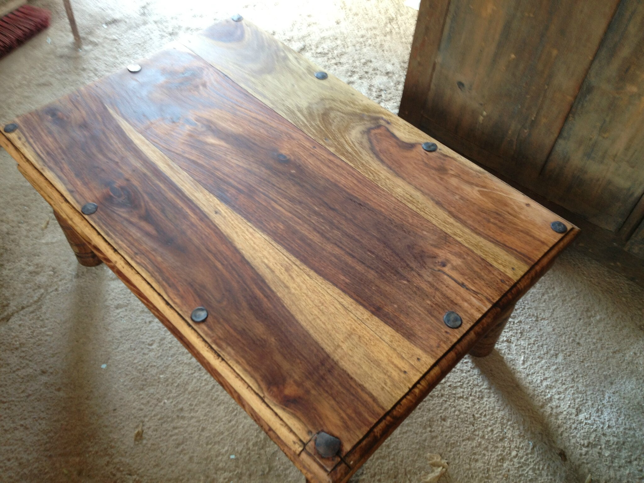 Renover une table basse en bois - Customiser une table en bois ...
