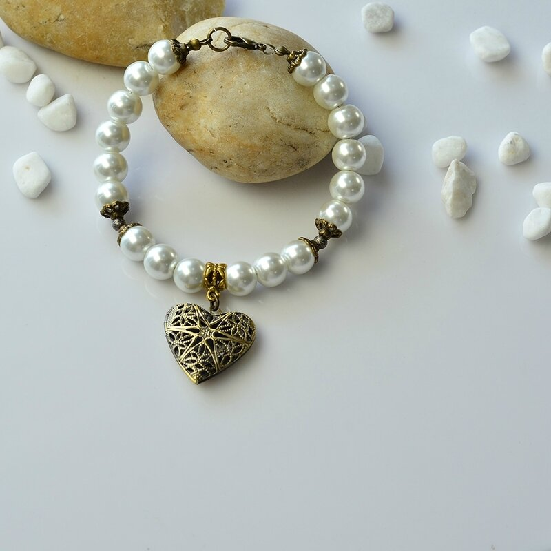 PandaHall-Easy-Tutorial-on-Fashion-Heart-Pendant-Glass-Pearl-Beads-Bracelet-5