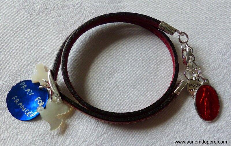 Bracelet en cuir double tour Pray for France (rouge) avec médaille miraculeuse rouge-001