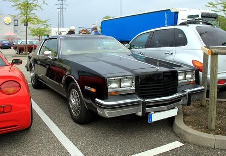 Oldsmobile_toronado_brougham_coupe_de_1979__Rencard_du_Burger_King_mai_2010__01