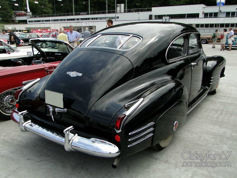 cadillac-61-deluxe-sedanette-1941-02