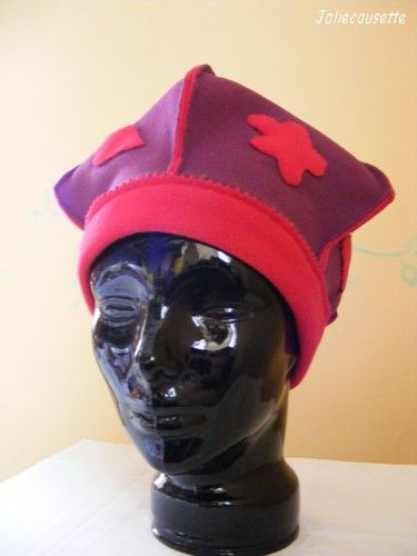 béret pointu prune et rouge