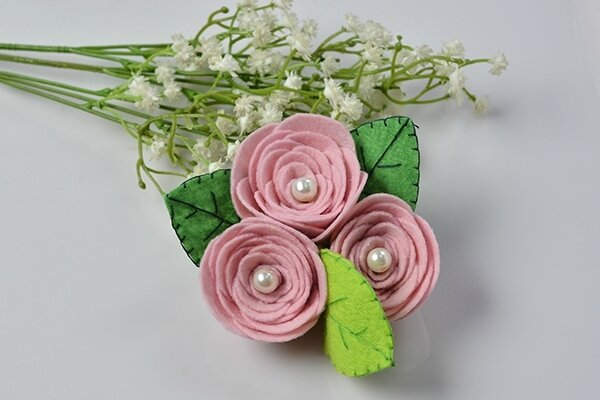 Mother's Day DIY Project - How to Make a Pink Felt Rose Flower Brooch 600400