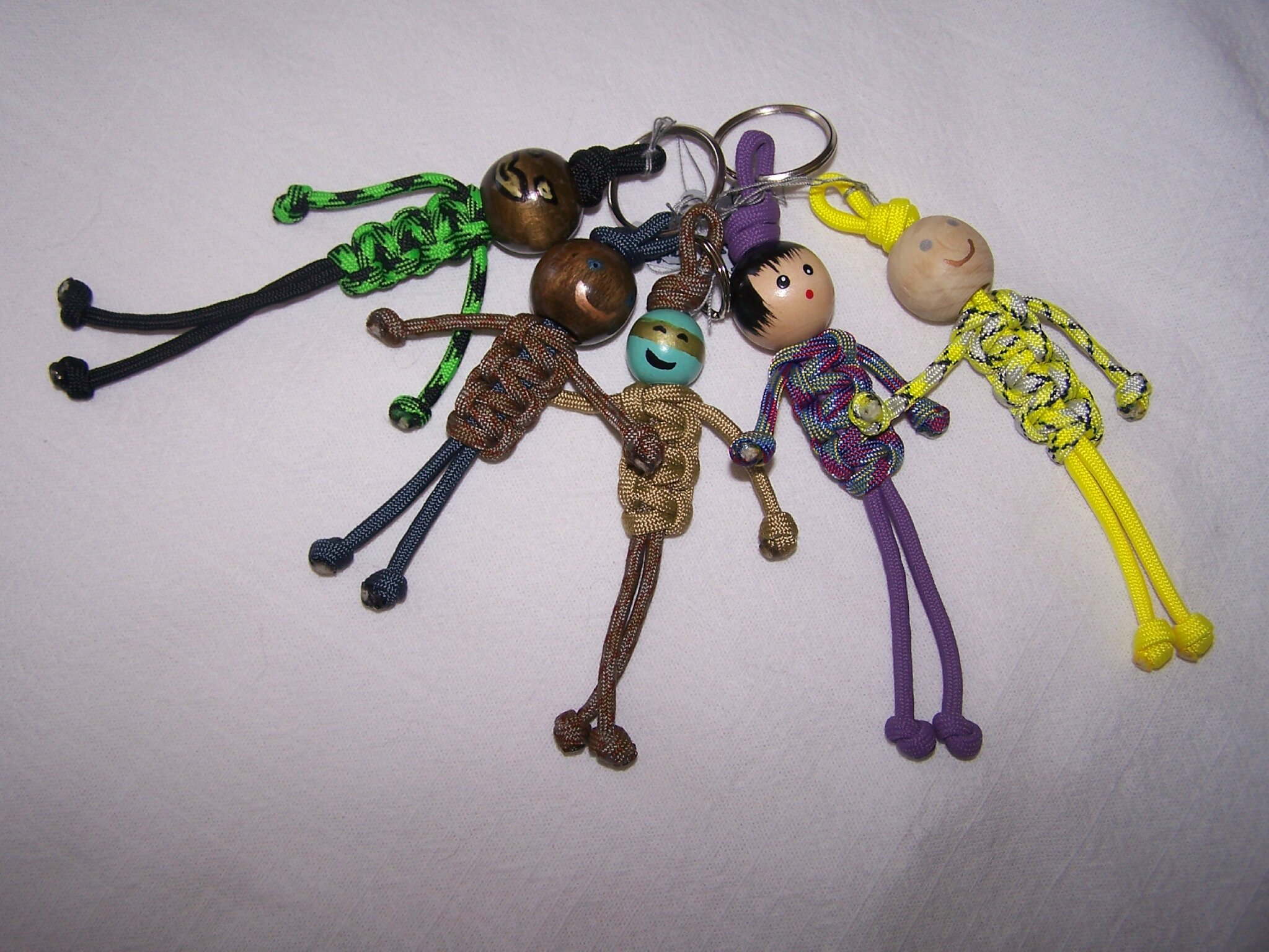 Porte clefs en paracorde blog fimo les cr ations for Collection de porte clefs