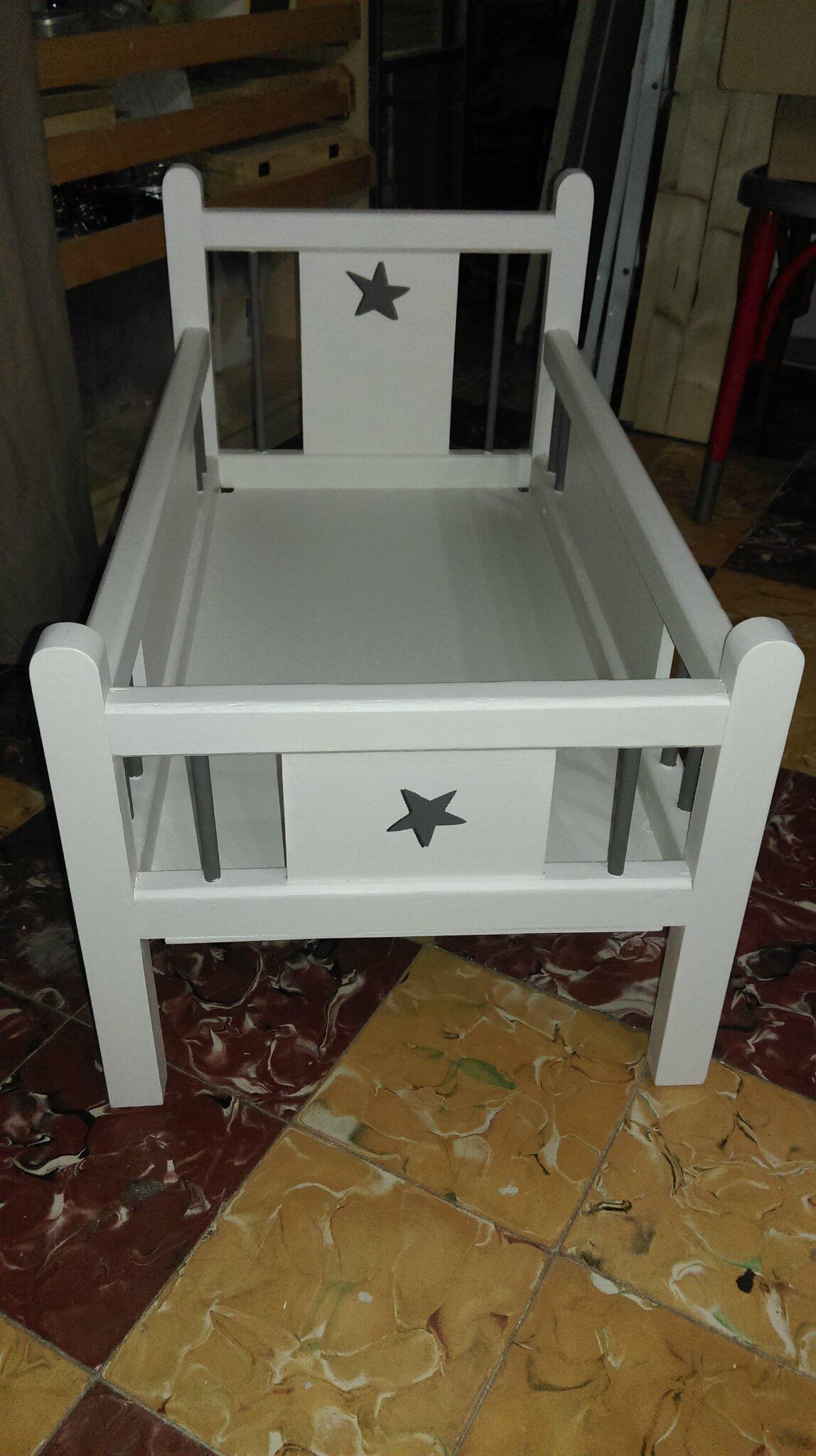 lit de poup e et bureau relook s par laurence bazz 39 art cr ation. Black Bedroom Furniture Sets. Home Design Ideas