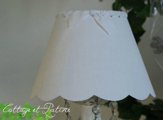 Cottage et Patine abat jour fait mains réf 3 blanc ruban blanc