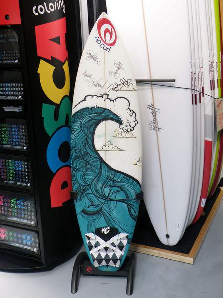 surf_d_cor__au_posca_magasin_d_usine_hossegore
