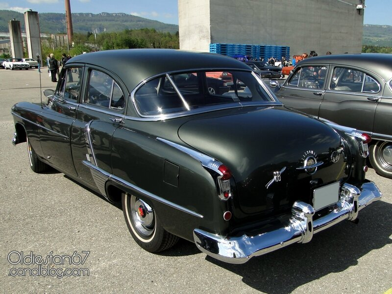 oldsmobile-super-88-sedan-1951-02