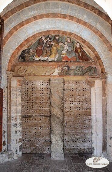 SAILLAC_eglise_Saint_Jean_Baptiste_portail_a_tympan_polychrome_et_trumeau_torsade