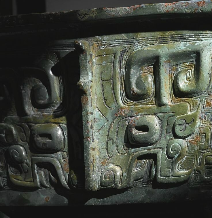 A Rare and Magnificent Archaic Bronze Wine Vessel, Fangding, Late Shang-Early Western Zhou Dynasty3