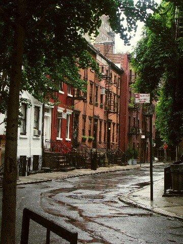 Les ptites maisons toutes mignonnettes de Greenwich village...sous la pluie !