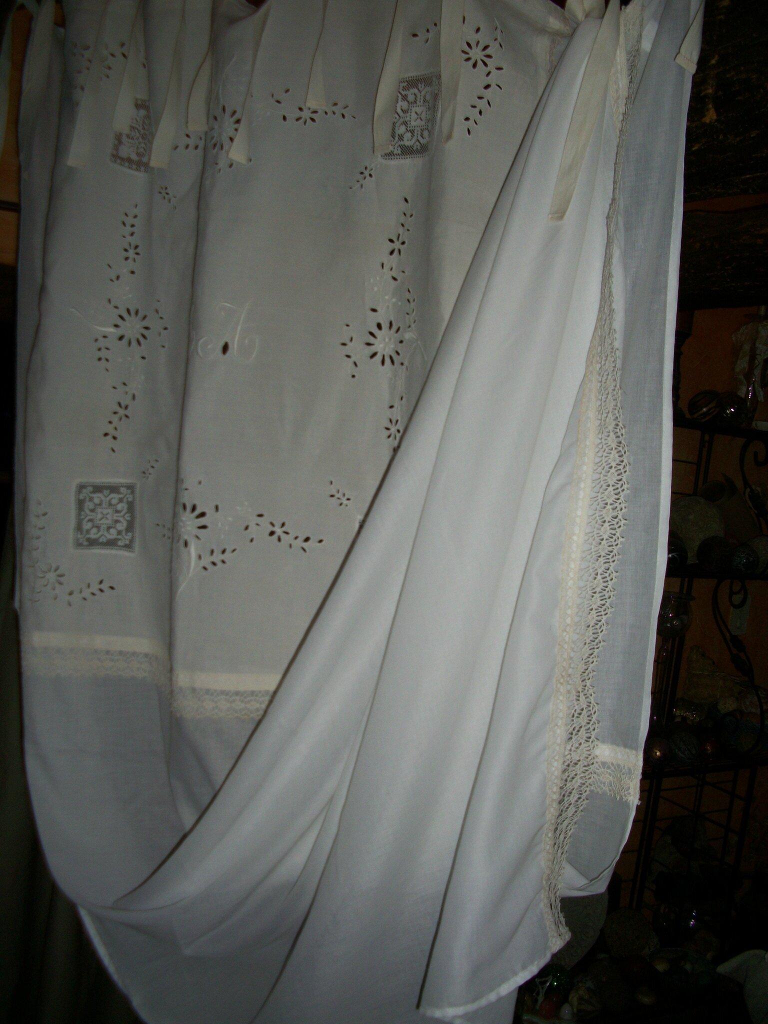 Et encore des rideaux en linge ancien