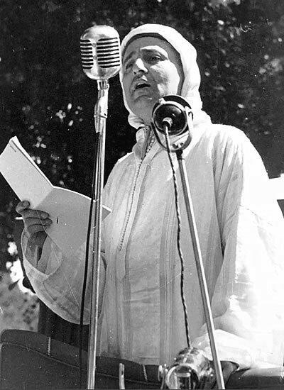 Sa Majesté le Sultan Mohammed Ben Youssef pronançant le discours de Tanger