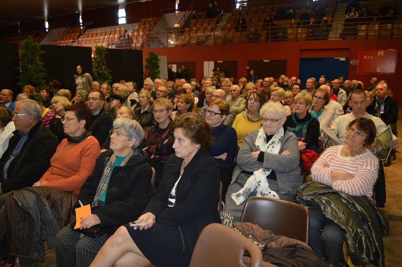 Une salle pleine à craquer pour écouter Catherine Guyon