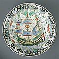 Plat à décor de galère à trois mâts, iznik, période ottomane (13e siècle-1922), vers 1620