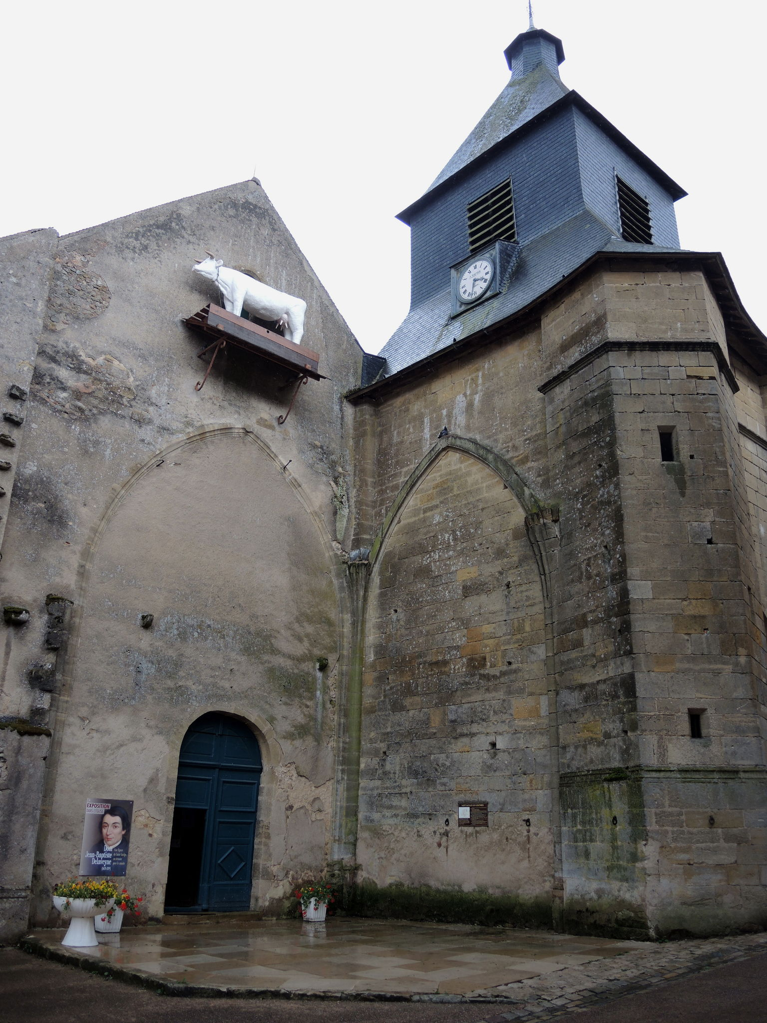 Saint-Saulge, la vache sur son clocher (58)