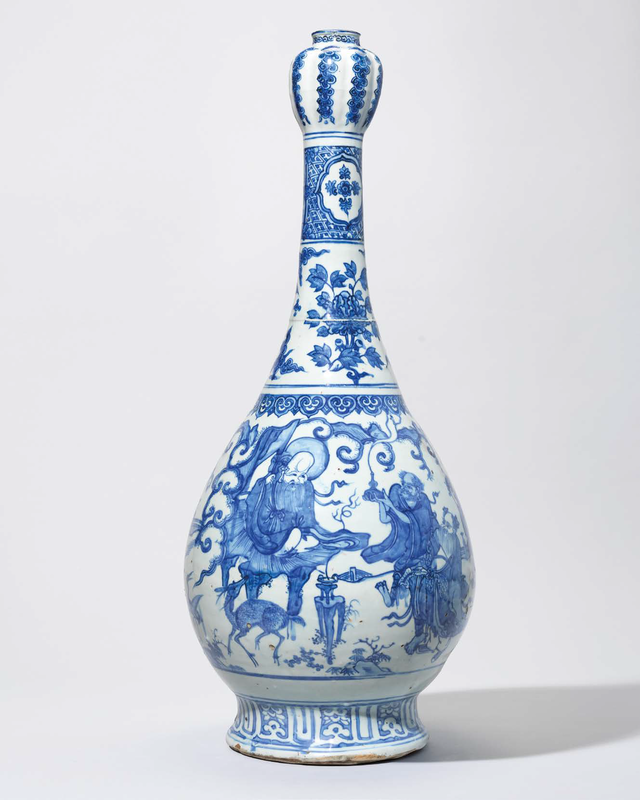 A large and rare blue and white 'Immortals' garlic-mouth vase, Jiajing period (1522-1566)